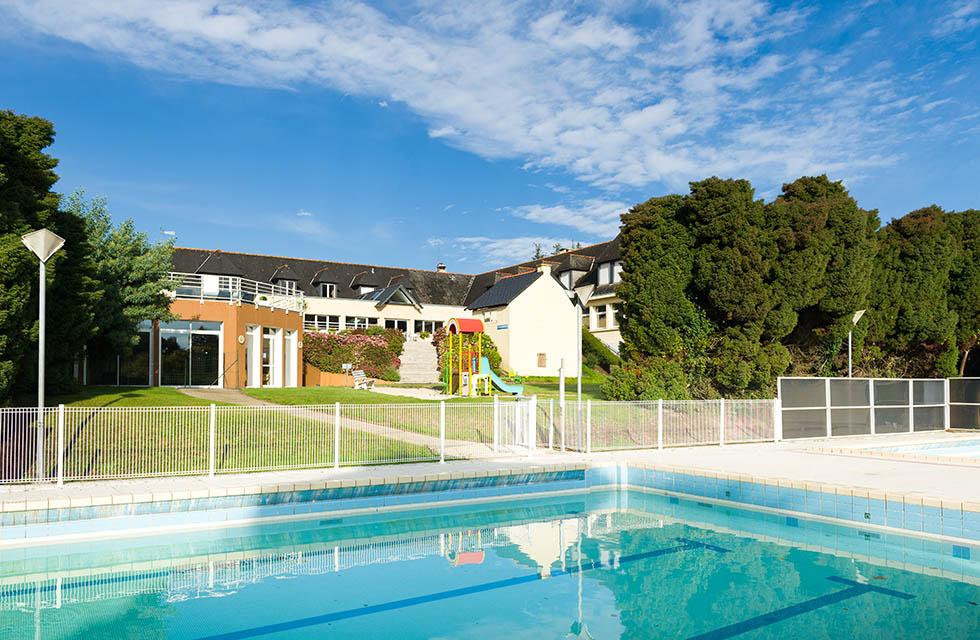 La piscine extérieure - Hôtel Club Ker Beuz